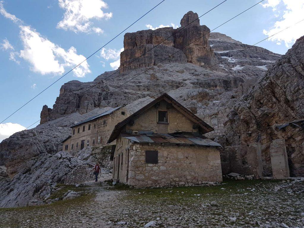 Abstieg vorbei an den Ruinen des Rifugio Cantore